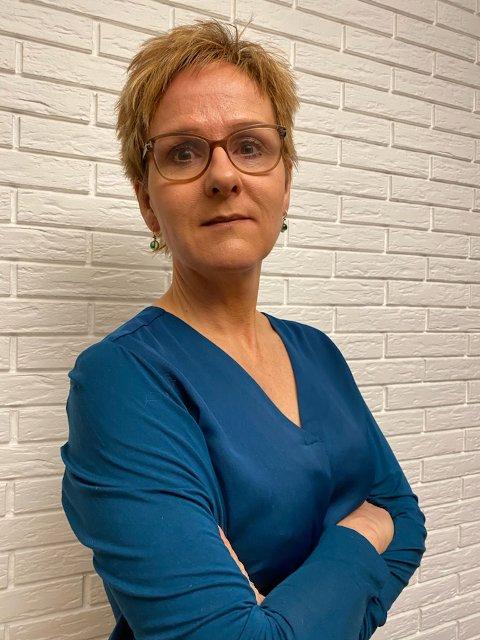 LEIT: Rektor på Rustad Skole, Catarina Selbekk synes det er trist for barna at skolen stenges.