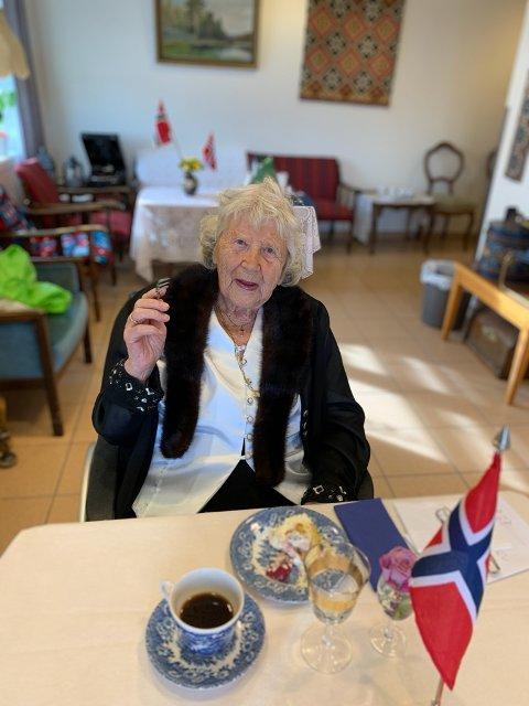 ELDSTE KVINNE I ÅS: Berit Marie Holten koste seg med sin 101 års dag torsdag 25. september på Moer sykehjem.