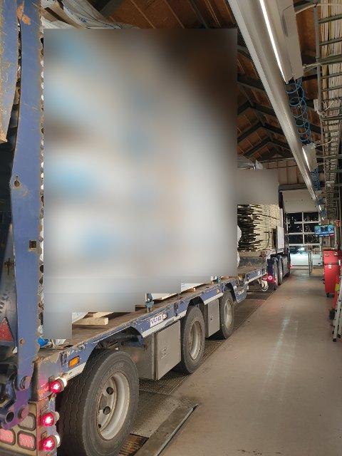 MANGLET BREMSER: Dette norske vogntoget rullet inn i landet ved Ørje. Tilhengeren manglet bremser.