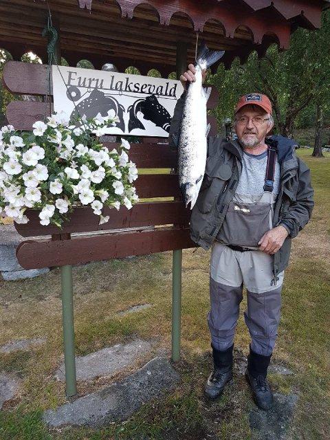 Kalle Kleve tok den 27. juni en laks på 4,2 kg. Den er tatt på flue i Kleivhølen.