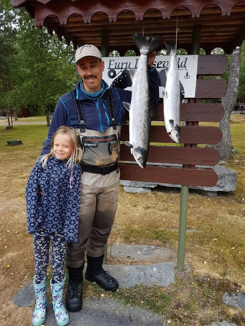 Tore Boger og Tya tok den 13. juli to lakser på lakser på 6,2 kg og 2,6 kg. De ble tatt ved Sandebolken.