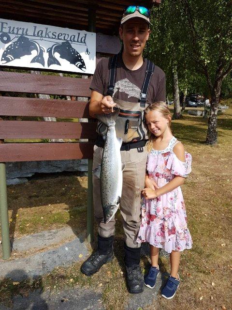 Tore Boger og Tya tok den 21. juli en laks på 3,2 kg. Den ble tatt på flue ved Mettiøra.