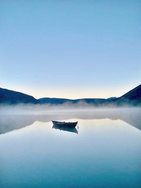 Ro i sjelen: Bildet er tatt ved Storvatnet i Grødalen. Foto: Anny Fjærli Hjetland.