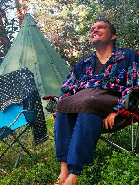 Britt Bjørndal frykter at kutt i budsjettet vil føre til at hennes sønn Peder kan risikere å aldri mer kunne dra på sine betydningsfulle ferier. Bjørndal mener selv dette bildet sier mer enn tusen ord.