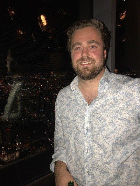 Joakim Kristensen (25) bor og studerer for tiden i Florida. Der har han også tenkt til å bli noen år til når han er ferdig med studiene i desember.