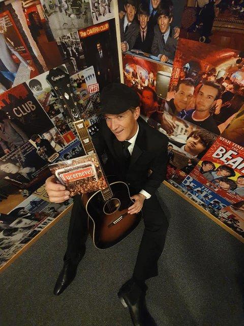 KONSERTAKTUELL: Under konserten på Horjen Sokndal vil Brian Torgersen stille i ekte Beatles-dress kjøpt i Liverpool.
