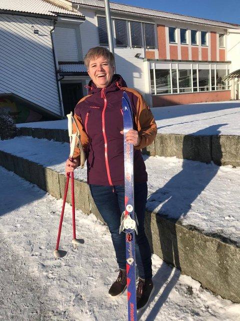 TAR GREP: Meldinger fra skolen om vinteraktivteter fikk Anne Kristin Randen Aamodt til å tenke på de som hverken har økonomi eller mulighet til å skaffe seg alt utstyret. Nå går hun i bresjen for å gjøre noe med det.