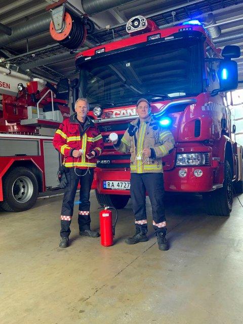 BRANNVERN: Utrykningsleder Ola Svege og brannkonstabel Jørgen Thele på Flekkefjord brannstasjon.