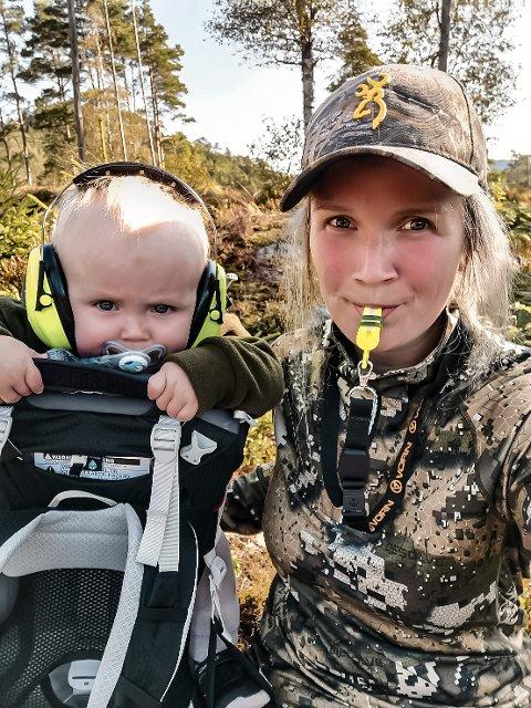 FØDT JEGER: Sønnen til Elisabeth Idland var på sin første hjortejakt da han var tre måneder gammel.