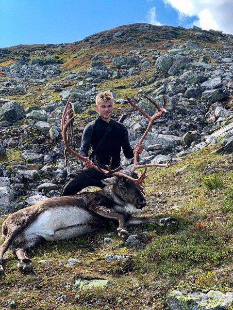 HØSTJAKT I GANG: Ånen Kvinen skjøt sin første reinsdyrbukk.