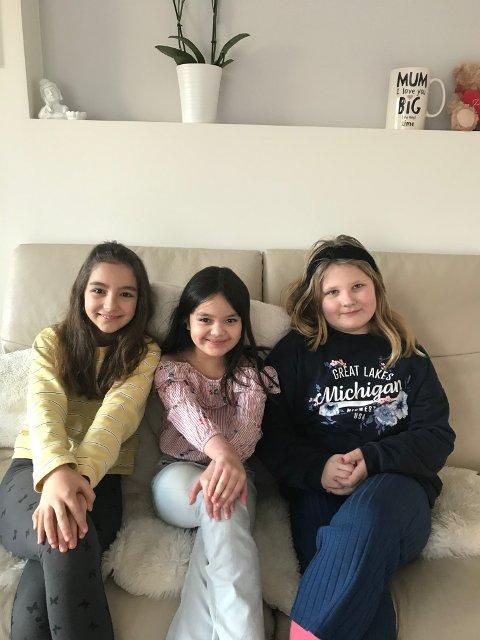 MODIGE: (f.v.) Abiela, May og Viktoria er fjerdeklassingene som blir hyllet for å ha vært modige under en ubehagelig opplevelse.