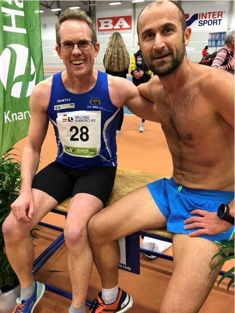Svein Glomnes og Sami Alp, begge AKS-77, slappar av etter 3000 meter-løpet. Sami vann kl 35-39 år., Svein vann klasse 50-54.
