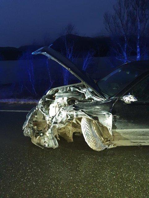 Bilen til den godt voksne sjåføren fikk seg en god trøkk i fronten på fylkesvei 17.