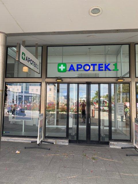 Apoteket i sentrum av Bodø fikk en kunde som truet til seg varer.