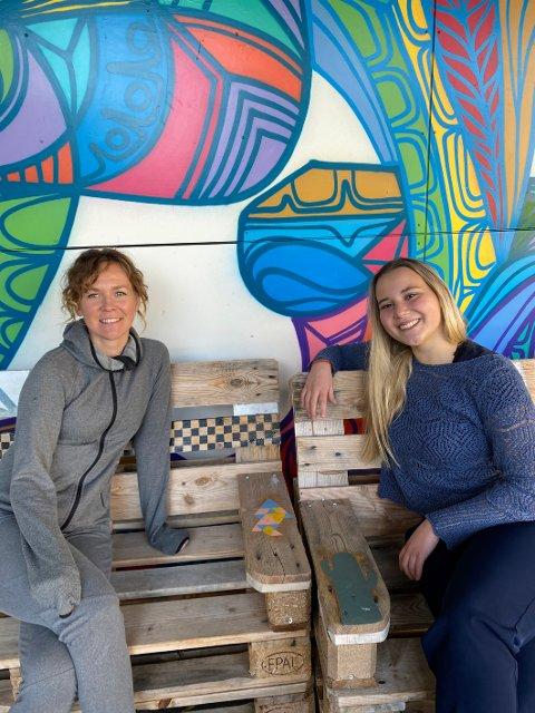 Produsent: Hannah Krogh Reinsnes (t.v.) fra Alta er ansatt som produsent for Steigen Sagaspill 2021. Reinsnes bor i Harstad. – Jeg og Hannah har allerede fått et veldig godt samarbeid så tidlig i prosessen. Jeg er kjempeglad for å ha henne med på laget, sier Lea Hind.