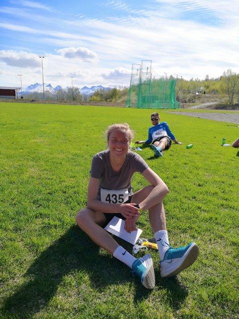 Ingrid Festø smilte bredt etter å ha vært best av de kvinnelige løperne.