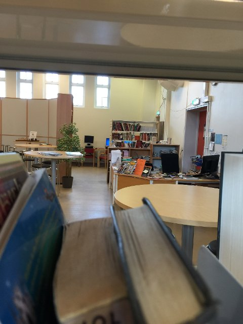 Bibliotek ved Rothaugen skole.