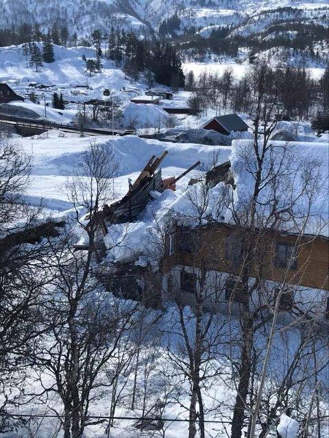 Deler av taket til Ungdomsheimen har rast sammmen.
