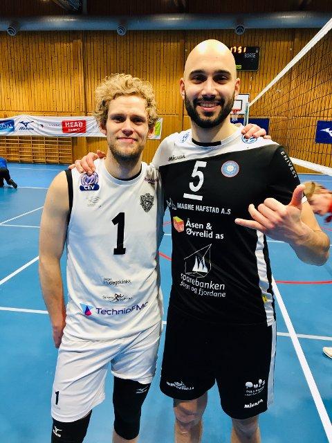 TIF Viking-kaptein Yngve Sundfjord la opp etter lørdagens tap mot Førde og Mathias Loftesnes (til h.).