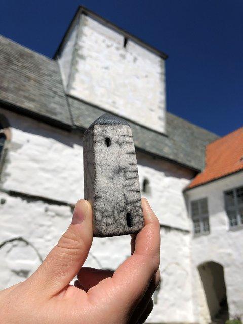 Gi et bidrag: Slike tårn kan kjøpes på Utstein Kloster, og bidra til å finansiere en viktig restaurering av klostertårnet.