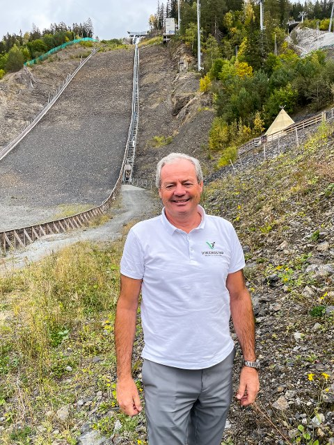 TRIBUNE: VM-sjef Per Bergerud legger i dag ut billettene til vinterens VM i skiflyging. Blant billettene finnes billetter til ståtribune helt inn mot sletta og overgangen i Vikersund – som er nytt av året.