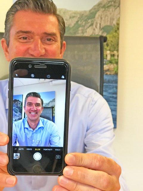 MOBIL ORDFØRER: Eigersunds ordfører Odd Stangeland (Ap) driver egne ordfører-kontoer både på Instagram og Facebook.