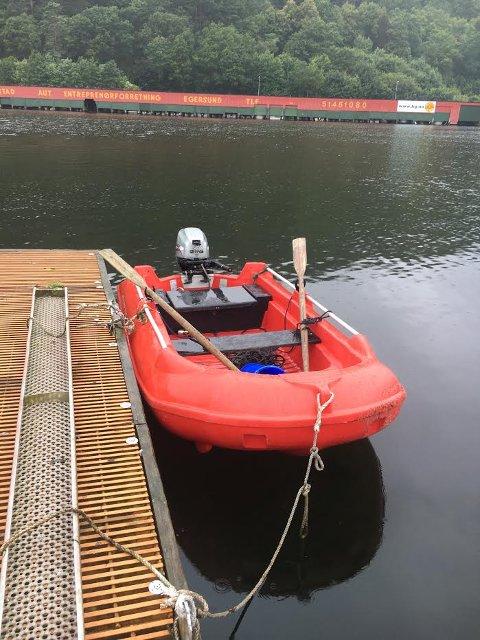 EIERLØS: Denne båten ble funnet drivende i Egersund gjestehavn lørdag morgen.