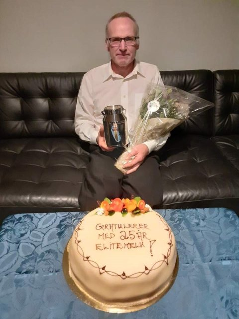 TOPP MJØLK: Jan Severin Efteland har levert elitemjølk i 25 samanhengjande år.