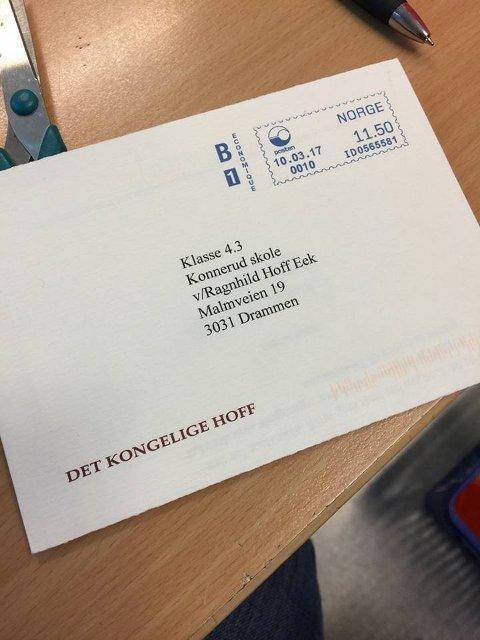 FIKK SVAR: Elevene fikk svar fra Det kongelige hoff etter å ha sendt tegninger og hilsner til Kongens 80-årsdag.