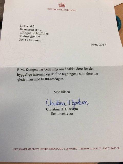 SVARBREV: Slik så brevet elevene på Konnerud skole fikk fredag fra Det kongelige hoff.
