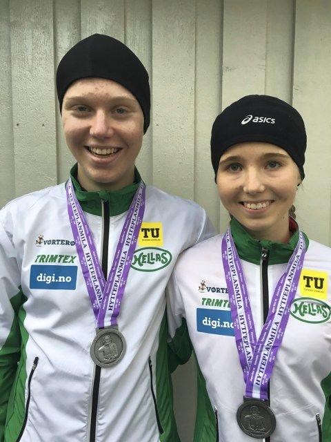 VANT HYTTEPLANMILA: Emma Kirkeberg Mørk vant 16/17-årsklassen i Hytteplanmila på tredje beste tid i verden i år i U18 - på 10 km gateløp. Til venstre: Storebror Martin Kirkeberg Mørk som seiret i sin klasse i Hytteplanmila.