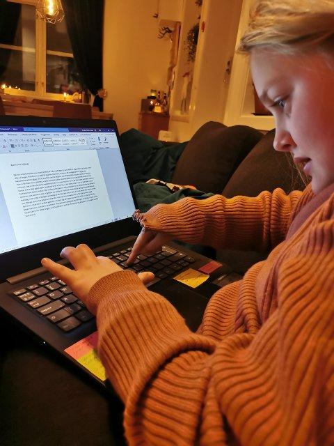 9 år gamle Else Marie Fett satte seg ned og skrev et brev til Erna Solberg (H) forrige uke. For nå er hun lei av korona - og vil ha det sånn som det var før.