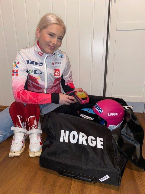 VM-KLAR: Frida Berger (16) reiste til Oberstdorf torsdag morgen. Hun er den yngste utøveren i den norske troppen under mesterskapet.