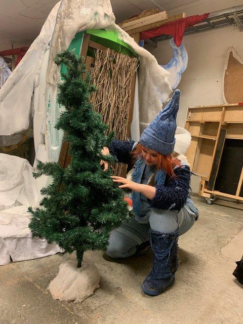 BLÅNISSER: Drammen barne- og ungdomsteater skal sette opp «Jul i Blåfjell»  i desember. Det synes skuespiller Isebell Rygg (16) er stor stas, men hun vet ikke hvilken rolle hun skal spille ennå.
