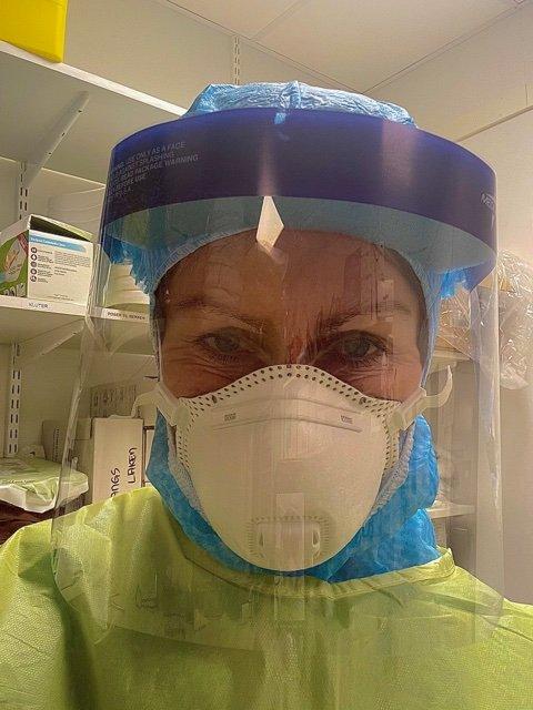SENDT TIL DRAMMEN: Merete Fossland var blant intensivsykepleierne Helse Nord-Trøndelag sendte til Østlandet for å bistå på sykehusene i Drammen og Bærum i påska. Fossland forteller at hun er overrasket og skremt over hvor alvorlig situasjonen er.