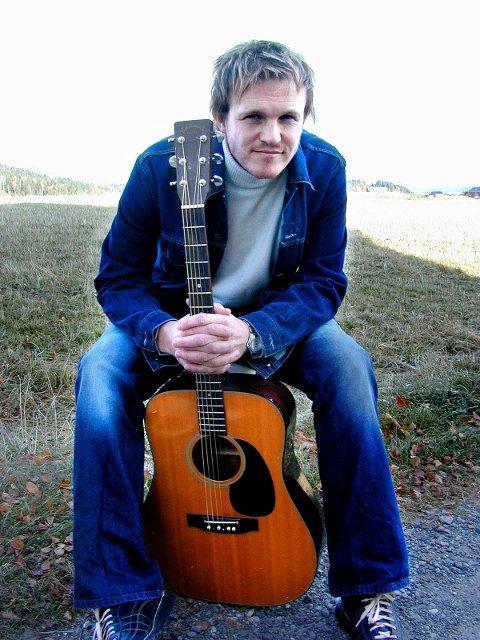 30 år gamle Willy Martinsen fra Enebakk har skrevet låten «Perfect», som man hører idet Thomas Giertsen er i ferd med å forenes med kvinnen i sitt liv på filmlerretet.