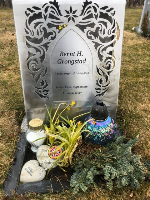 Onsdag oppdaget Linda Grongstad at den fine lykta på farens gravsted er borte.