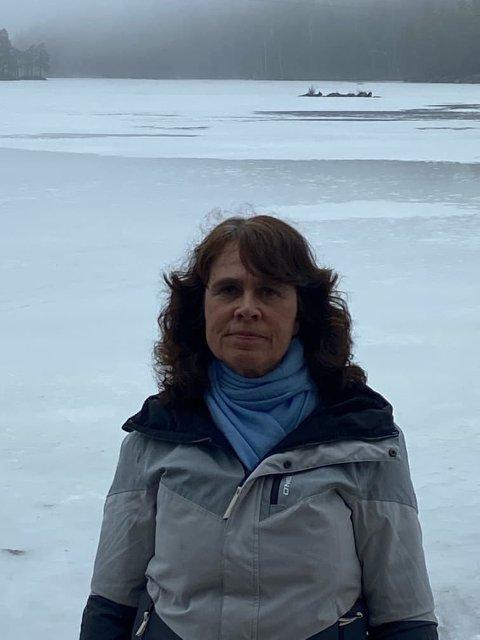Anne-Berit Valstad, Skaugveien 32, 1911 Flateby, fyller 55 år torsdag 1. april.