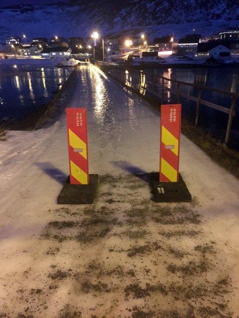 Stengt: Teknisk etat har i dag vært i Skarsvåg og stengt av denne moloen fordi den ikke oppleves som trygg.