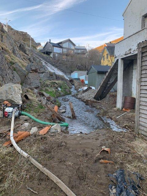 Holmbukt: Her har vannet funnet nye veier på sin ferd ned fjellsidene.