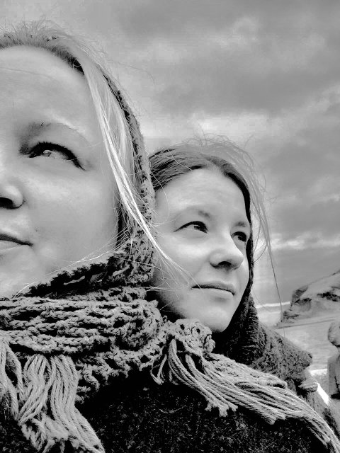 Fra filmen. Edel Maria Brynjulfsen og Marte Somby fra Karasjok.