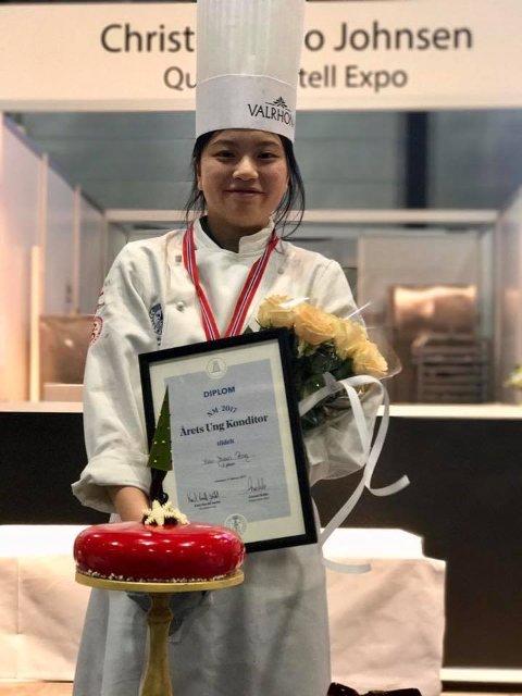 TOK SØLV: Xiao Juan, som er lærling hos Naustdal Dampbakeri, tok sølv i NM Ung konditor 2017.