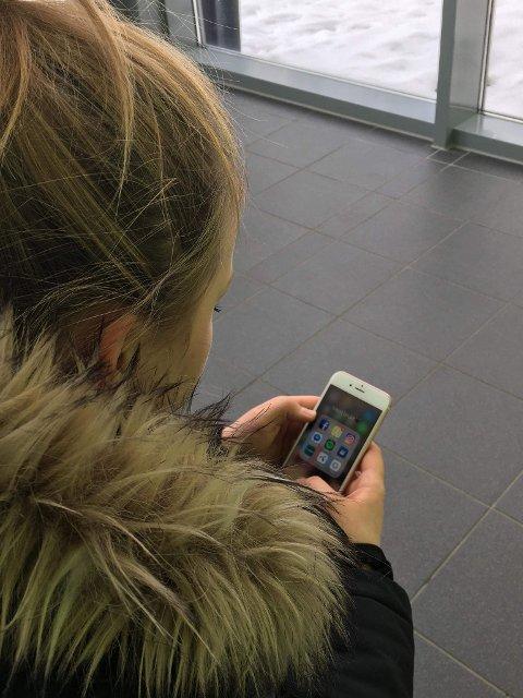 TOK MYKJE TID: Olianne fortel at ho kunne bruke 20 minutt på sosiale medium kvar dag før ho stod opp.