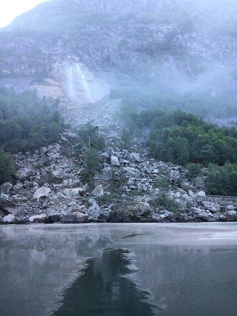 RAS: Det er mykje støv i området. – Det luktar stein i heile bygda, uttalar Lene Hovland Nesheim.