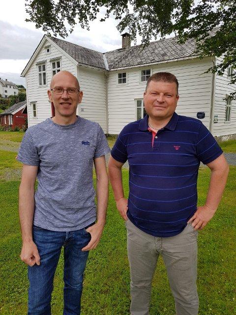 Ordførarandidat for Fjaler AP, Leif Jarle Espedal (t.v)  og 2. kandidat for Vestland AP, Arve Helle, vil vidareføre ein desentralisert skulestruktur i nye Vestland fylke.