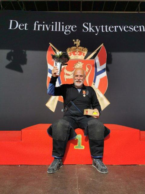 VINNAR: Leif Reksten vann V55-klassen under årets landsskyttarstemne.