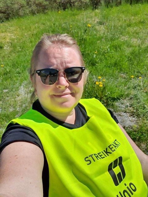 KRITISK: – Koronaen har ingenting med kvifor vi streikar no. Dette handlar om løn og rekruttering, seier lærar Hedda Håberg.