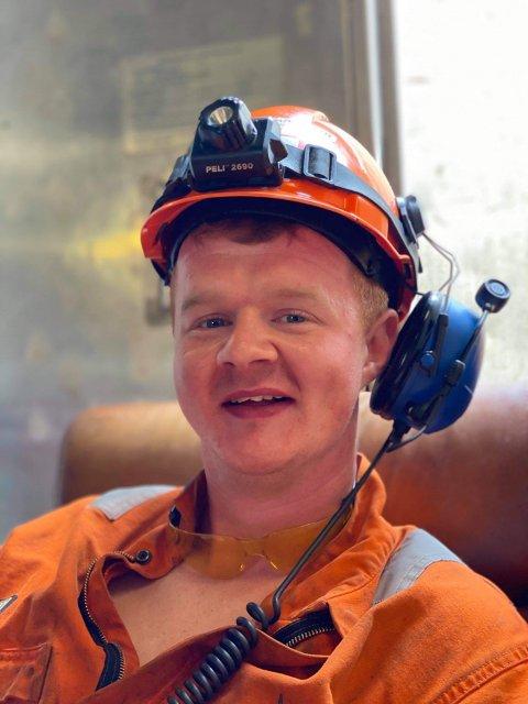 ARBEIDSKAR: Gard Nedrebø (27) på jobb i Nordsjøen. Når han er heime driv han selskaet Nedrebø Multiservice.