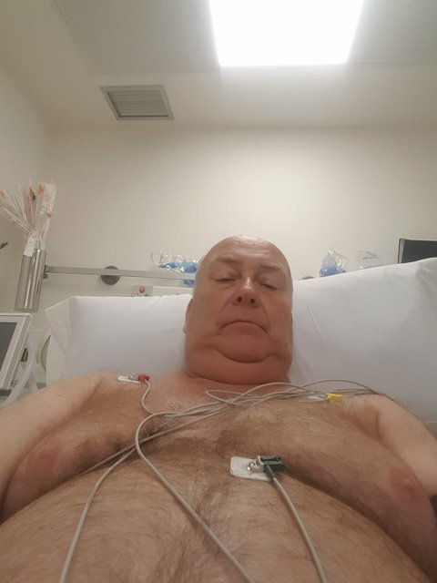 UØNSKET OPPHOLD: Ulf Berg forteller om flott oppfølging på sykehuset på Maspalomas, men håper han snart blir skrevet ut. Foto: Privat