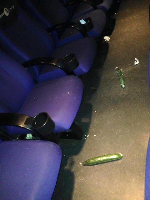 Det lå to agurker igjen da publikum hadde forlatt salen. (Foto: Fredrikstad Kino)